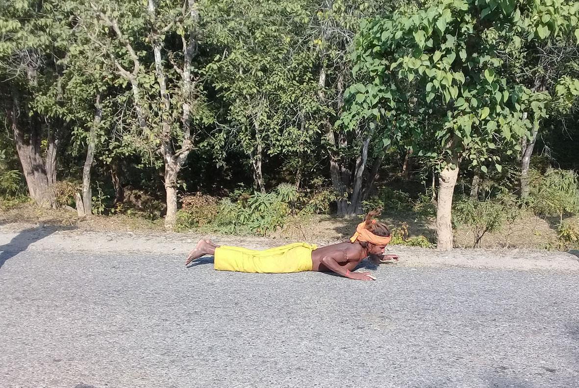 घस्रिँदै हरिद्वार 'टू' पशुपति : तपस्वीको 'कठिन' यात्रा