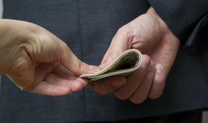 प्रहरीका सईलाई ६० हजार रुपैयाँ घुस दिन खोज्दा...