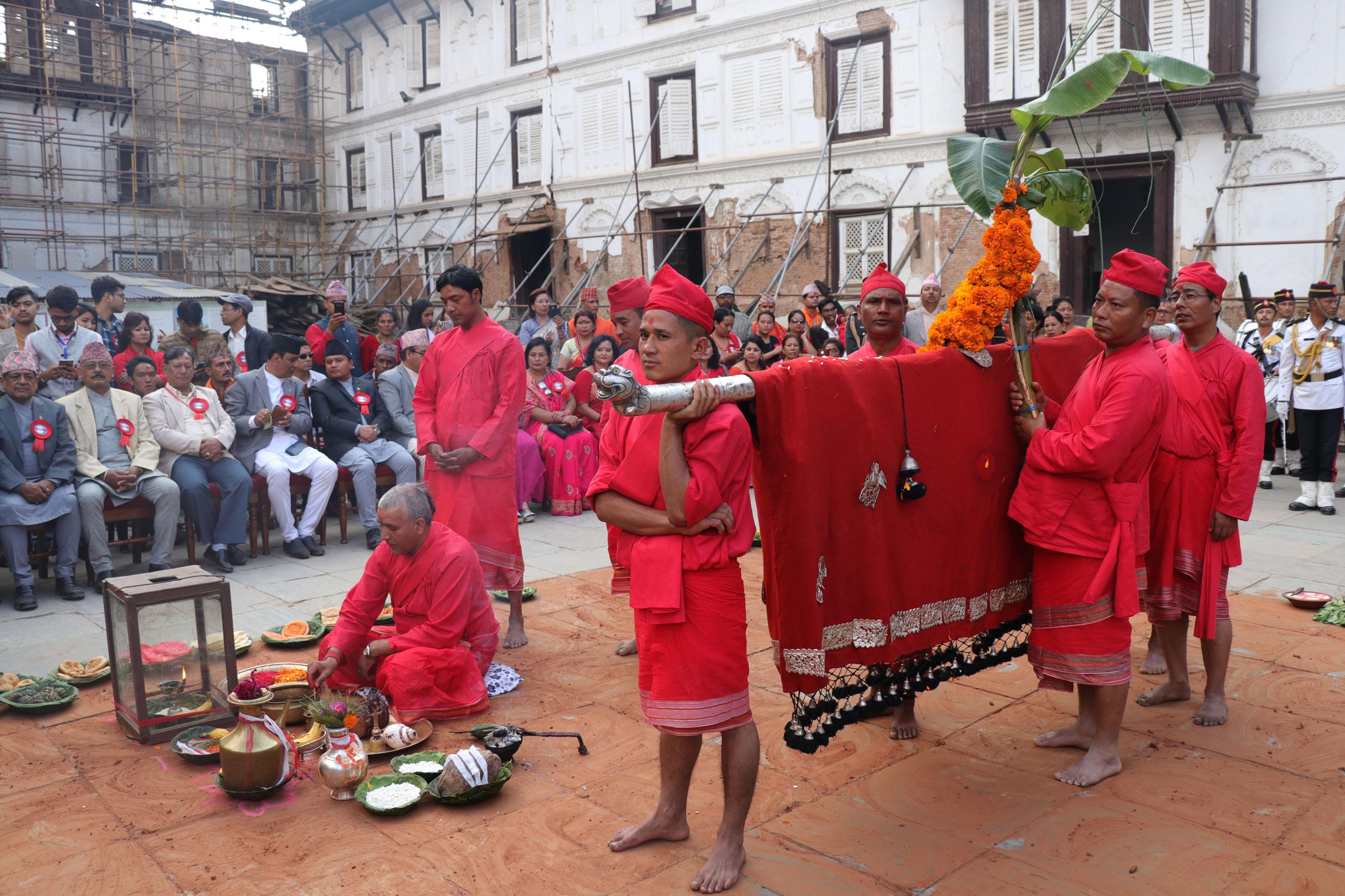 दशैंघरमा भित्र्याइयो फूलपाती, चामुण्डा देवीको विशेष पूजा