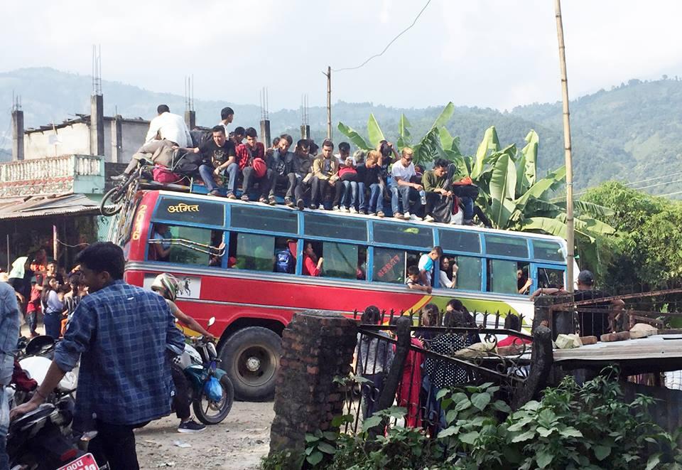 यातायात व्यवसायी र सरकारबीच कुरा मिल्यो, असोज ५ गतेबाट दशैंका लागि टिकट बुकिङ