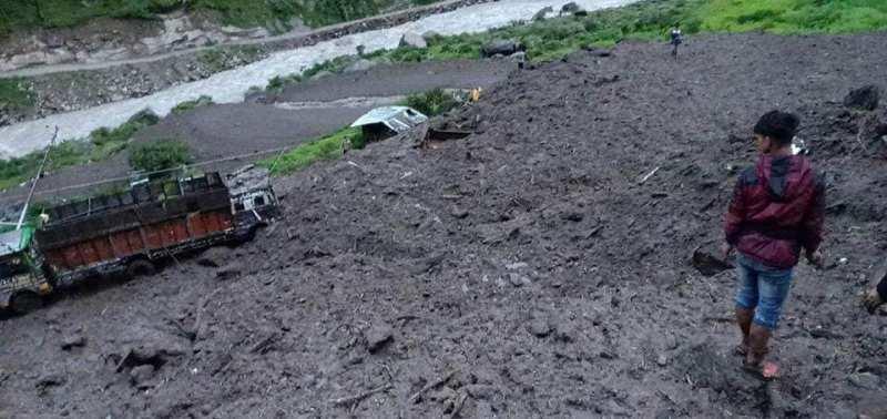 पहिरोले पासाङ ल्हामु राजमार्गको रसुवा खण्ड अवरुद्ध