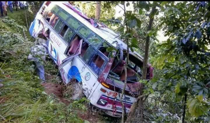 गैँडकोटमा सवारी दुर्घटना, १५ जना यात्रु घाइते
