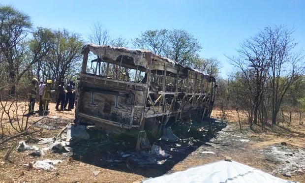 जिम्बाब्वे : अचानक बसमा आगो लागेपछि कम्तीमा ४२ जनाको मृत्यु