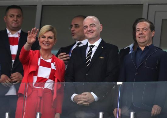 क्रोएसियाले सेमिफाइनल जितेपछि स्टेडियममै नाचिन् राष्ट्रपति (भिडियो)