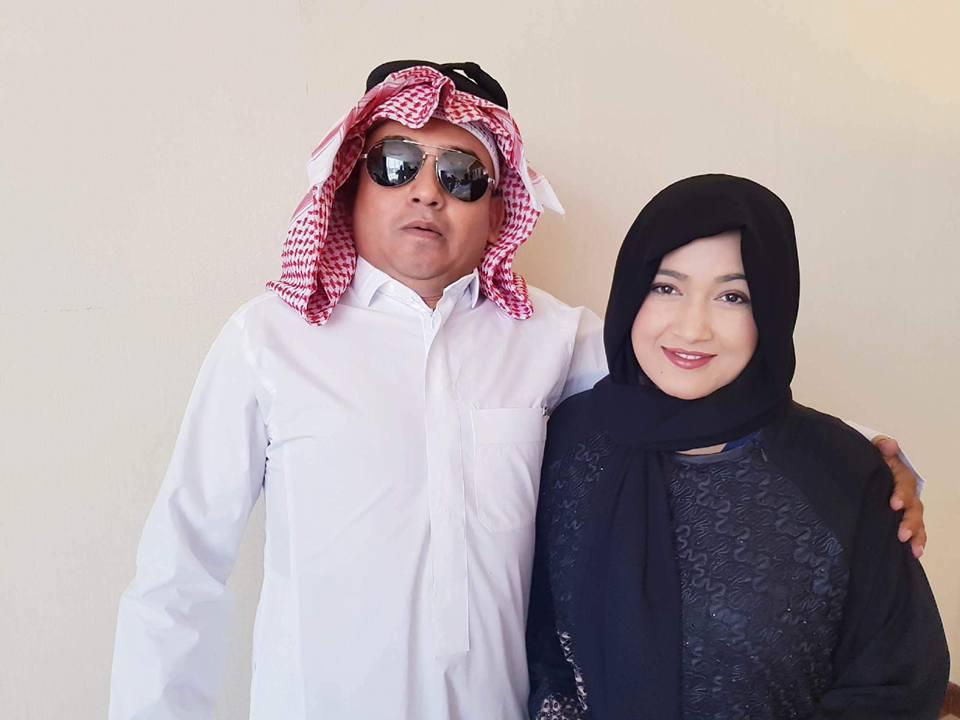 धुर्मुस साउदीका प्रधानमन्त्रीः 'धुर्मुसुल्लाह, धर्मपत्नी सुन्तुसुल्लाहसँग'