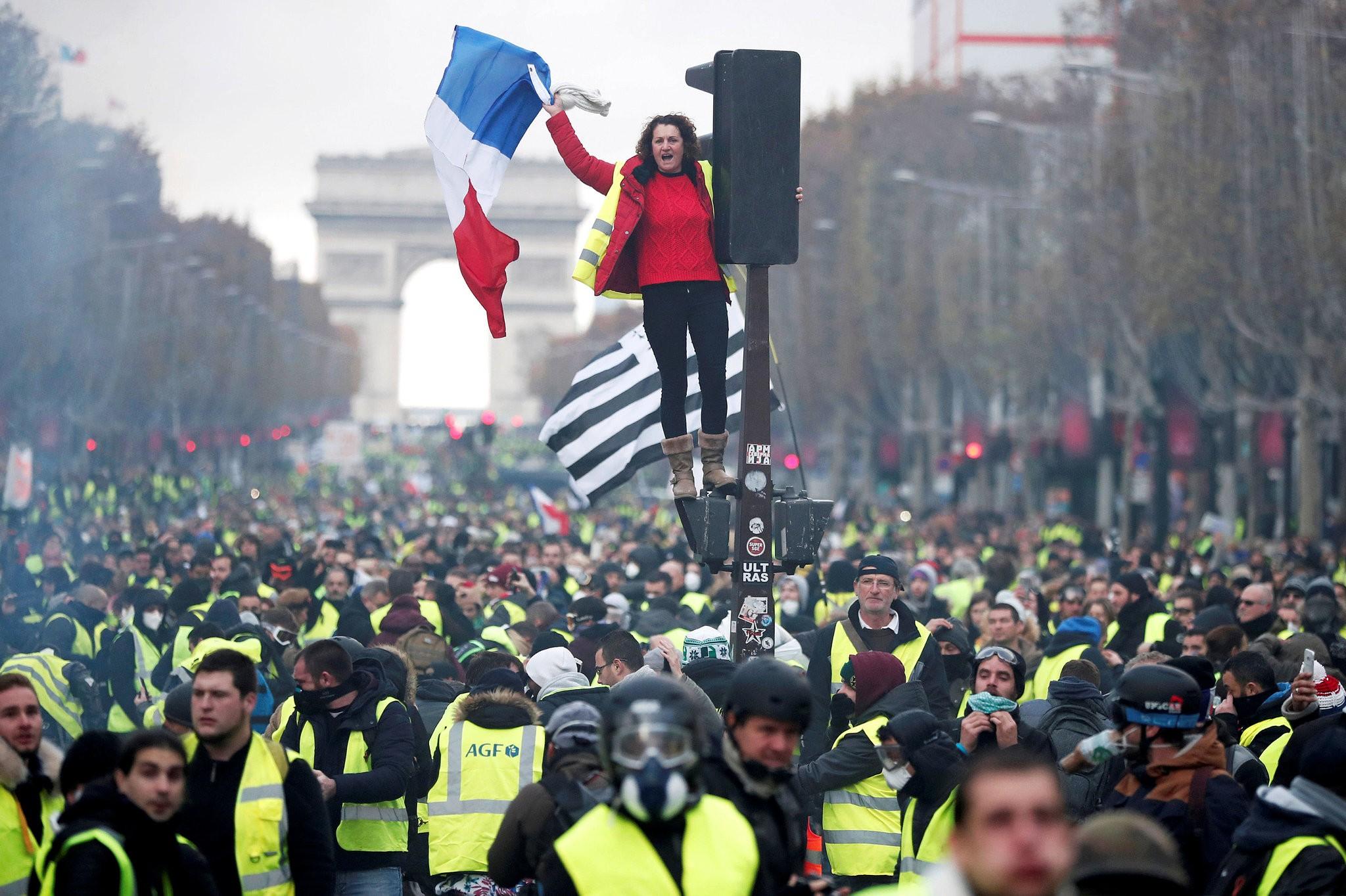 फ्रान्समा अर्को क्रान्तिको पूर्वाभ्यास ?