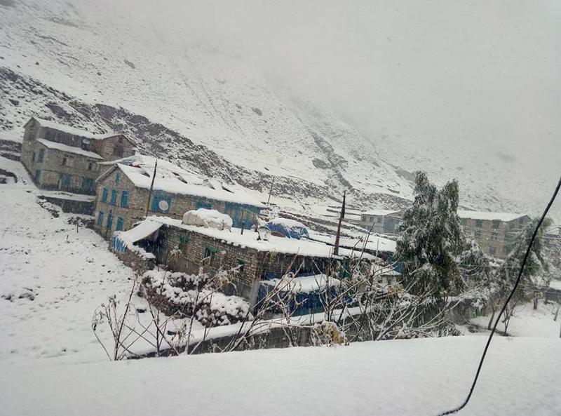 हिमपात : कृषक खुशी, व्यापारी चिन्तित