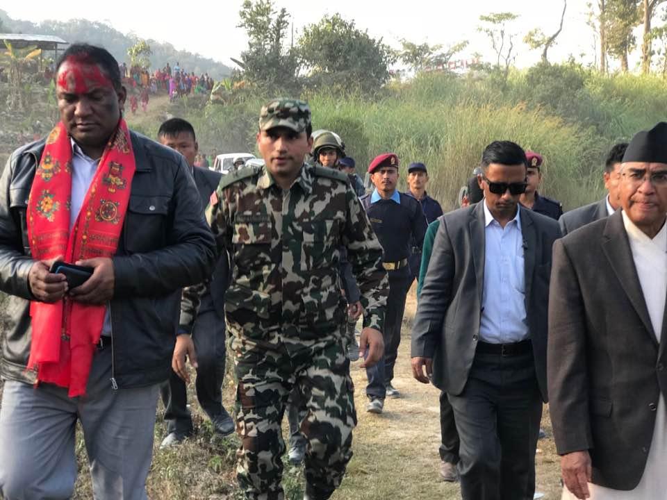 चुनावको मुखैमा माओवादीका पोलिटव्युरो सदस्य काँग्रेस प्रवेश, देउवालाई राहात