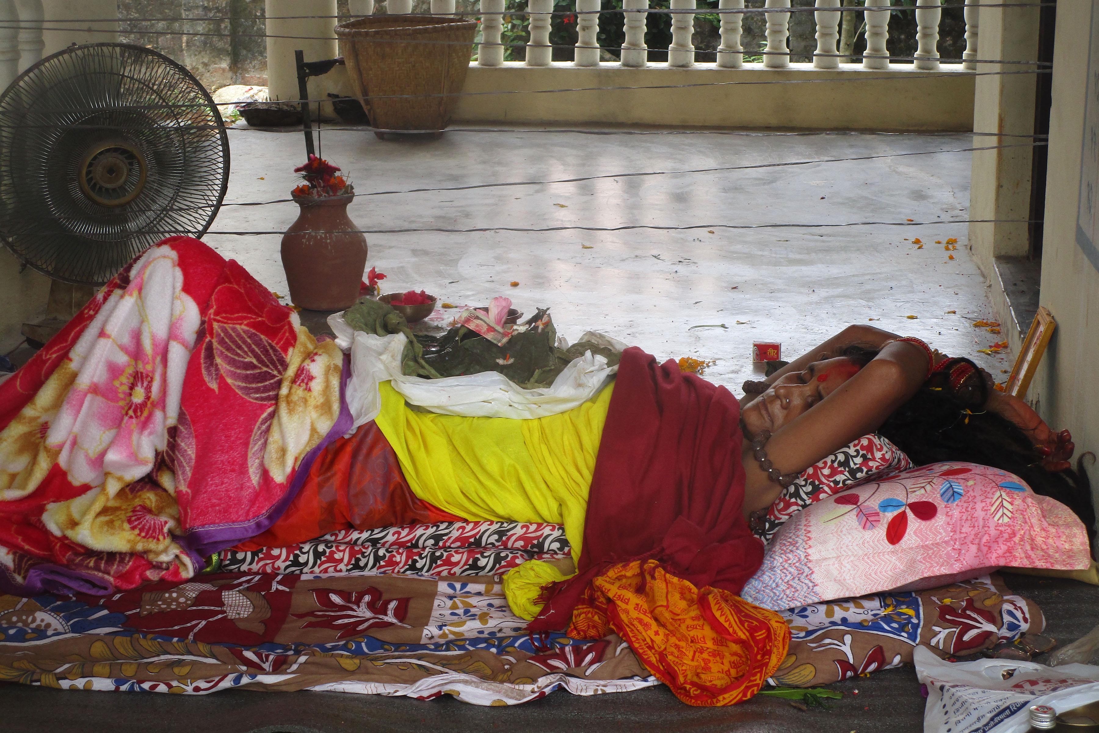 छातिमा जमारा उमार्दै कमला देवी