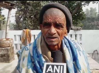 गरीबीका कारण ८९ वर्षदेखि माटो खान बाध्य छन् यी व्यक्ति