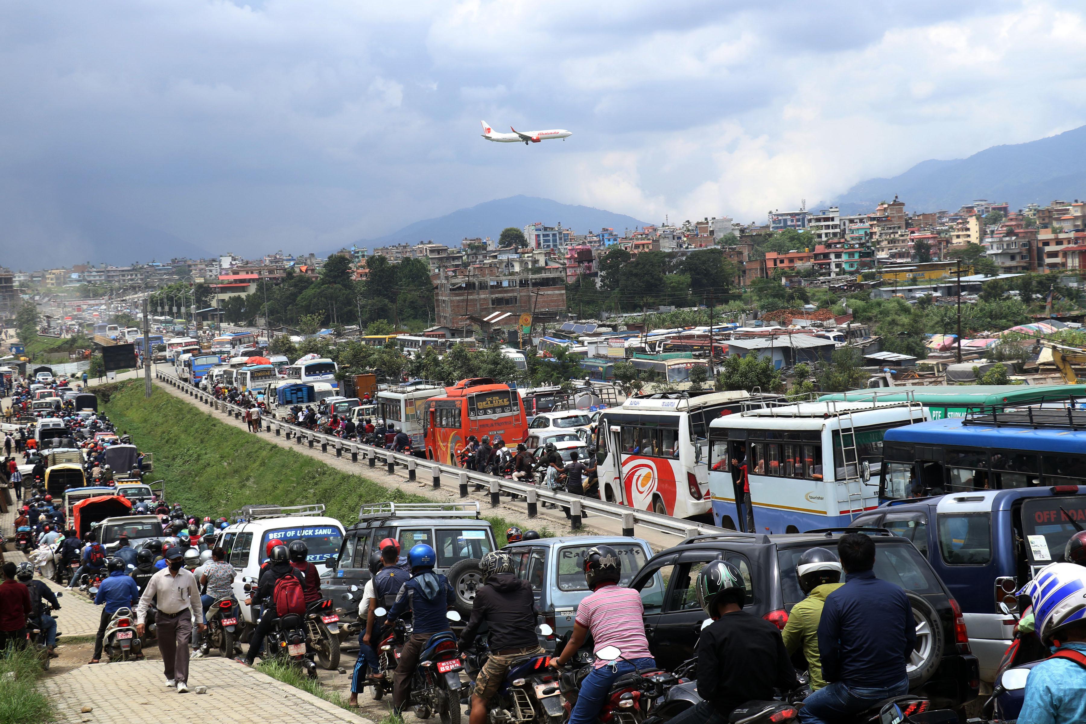 काठमाडौंको सवारी व्यवस्थापन : सार्वजनिकलाई भरपर्दो बनाएर निजीलाई निरुत्साहन