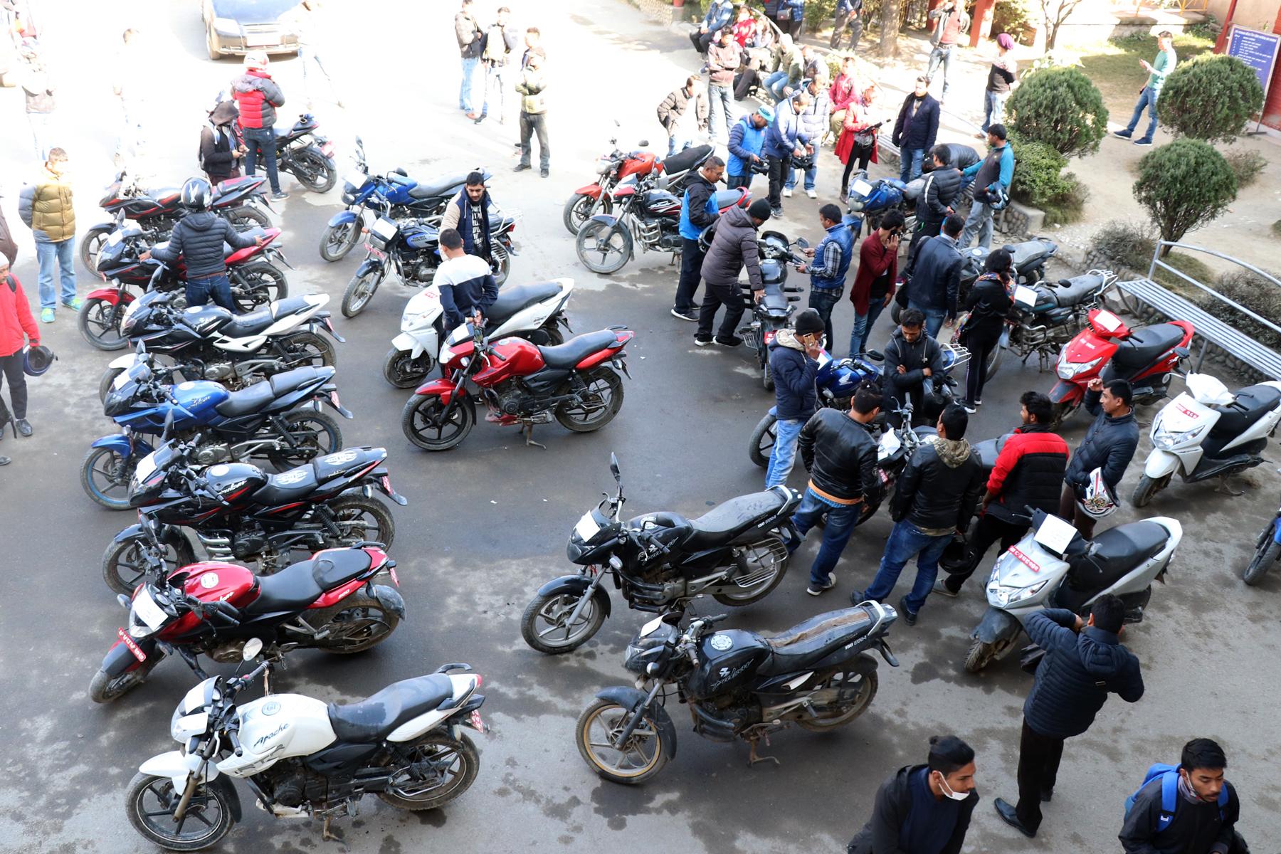 १० हजार मोटरसाइकल कारवाहीमा
