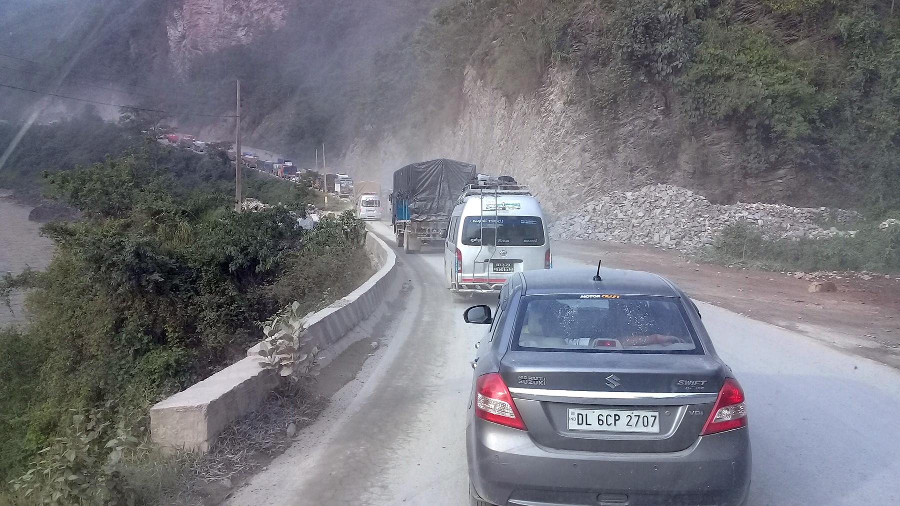 मुग्लिन-नारायणगढ सडक विस्तार ३३ महिनामा पनि सकिएन