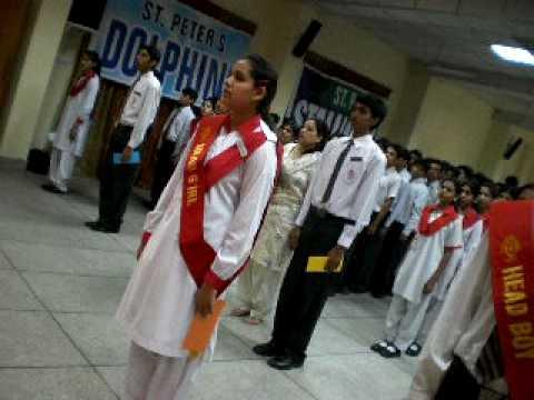 पाकिस्तानी स्कूलमा अनौठो नियम, केटाकेटी ६ इन्चको दूरीमा हिंड्नुपर्ने