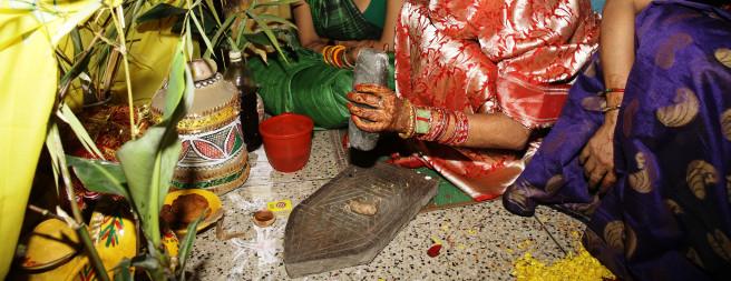 मिथिलाञ्चलका देवी शक्तिपीठमा दुर्गा माताको खोइछ भर्दै