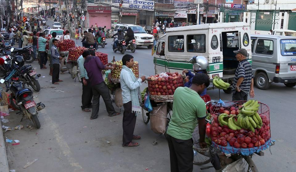 संसदमा बहस- साइकलमा आँप लिची बेच्ने मधेसीलाई काठमाडौं महानगरले लखेट्यो !