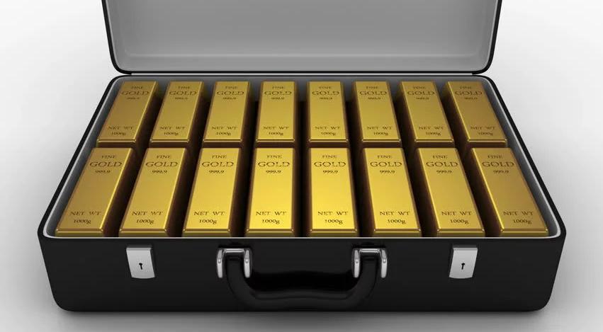 gold_suit_cace_1