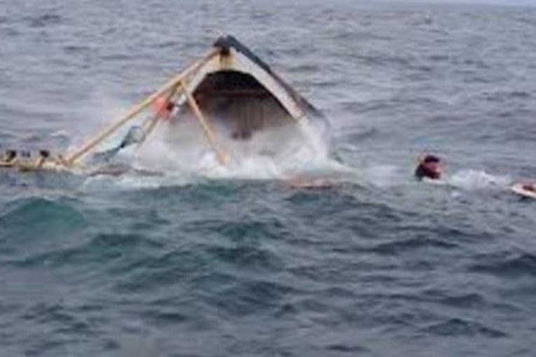 डुङ्गा दुर्घटनामा १४ शरणार्थीको मृत्यु