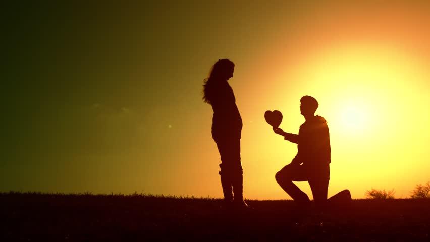 'भ्यालेन्टाइन डे' टिप्स : यसरी राख्नुहोस् प्रेम प्रस्ताव