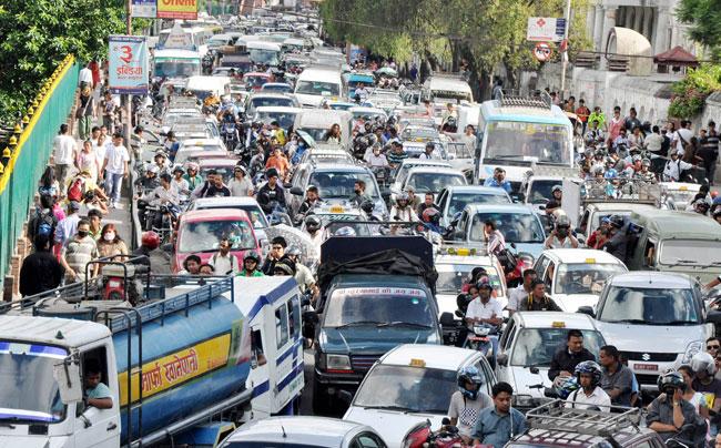 बीसवर्ष पुराना सवारी हटाउँदैमा काठमाडौंको प्रदूषण कम होला ?