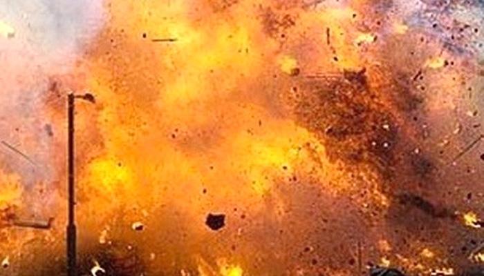 नेपाली कांग्रेसका कार्यकर्ता चढेको गाडीमाथि बम प्रहार