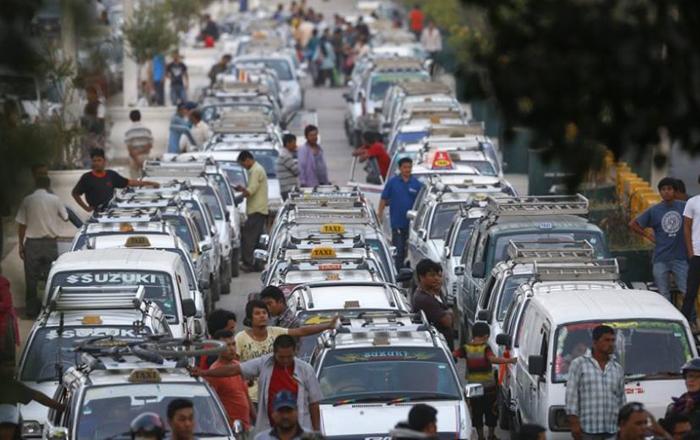 नियम मिच्ने ट्याक्सी चालकको लाइसेन्स निलम्बन, के गरे कारबाही ?