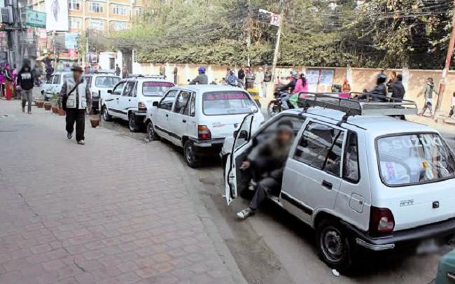 ट्याक्सी चालकको जरिवाना अभिलेख राख्न शुरु, ५ पटक नियम उल्लंघन गर्नेको अनुमतिपत्र नै निलम्बन