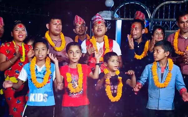 रामचन्द्र चन्दले दिए 'देउसी रे' गीतमा आशिष