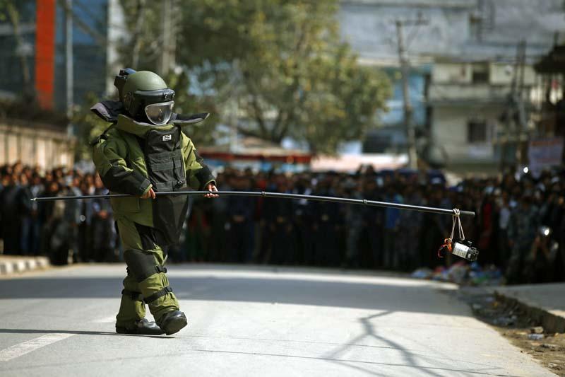 प्रचण्डसँग चुनाव लडेका मन्त्री पाण्डेको घर पछाडि राखिएको बम निष्क्रिय