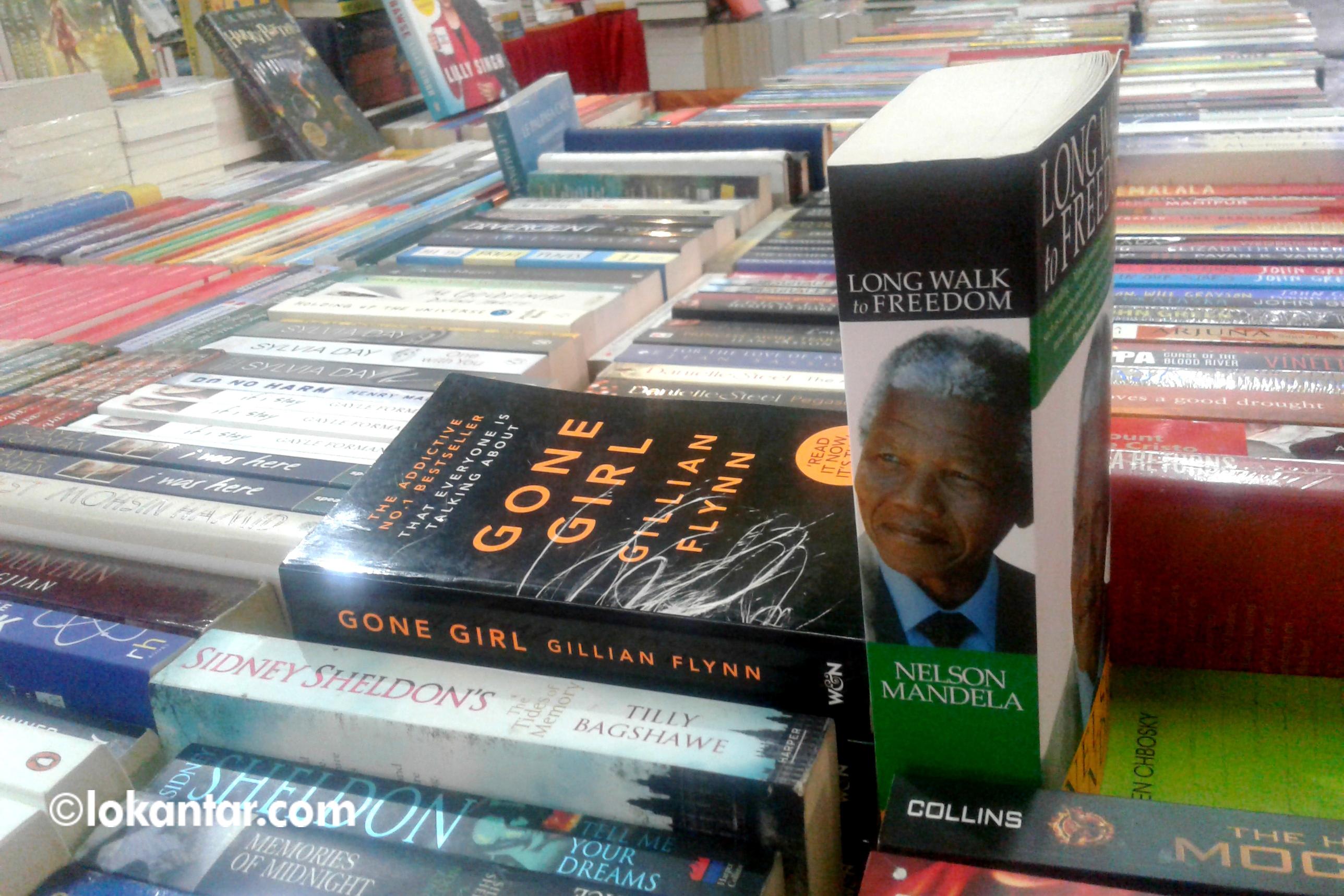 आठ करोडमा पुस्तक बिक्री