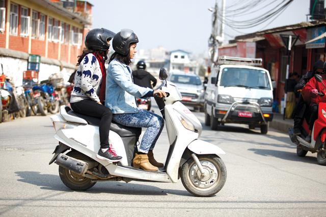लोकप्रिय बन्दै 'मोटरसाइकल ट्याक्सी'