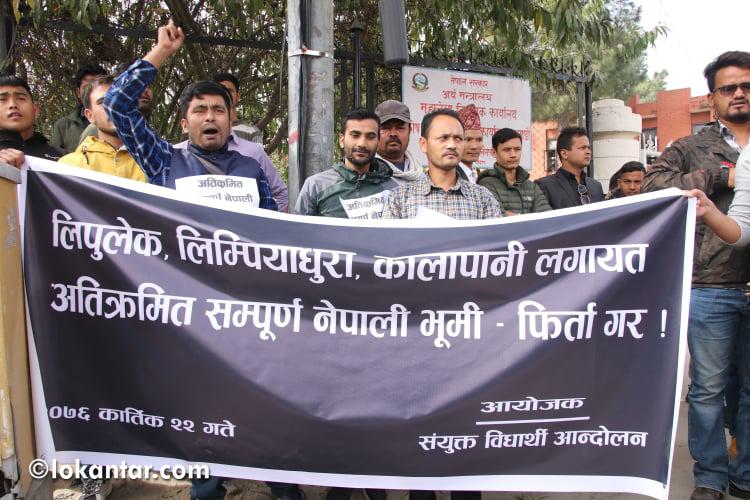 सीमा अतिक्रमणको विरोधमा भारतीय दूतावास अगाडि विद्यार्थीहरूको प्रदर्शन