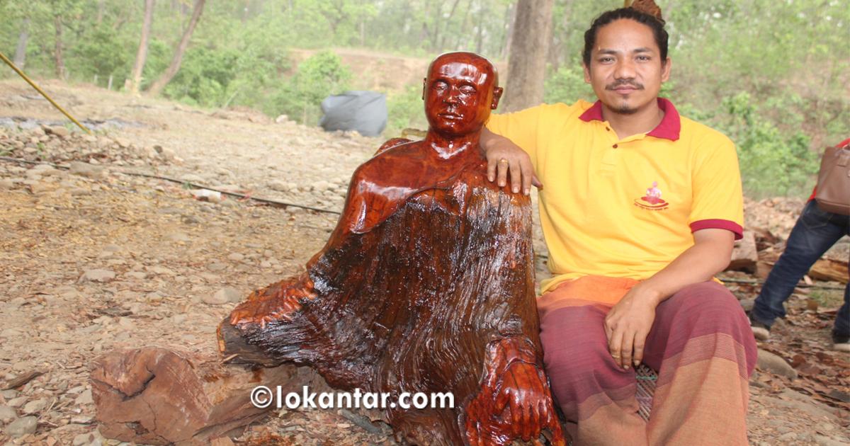 मनमोहक कला : कुहिएका काठमा बने भगवान् बुद्धका मूर्ति