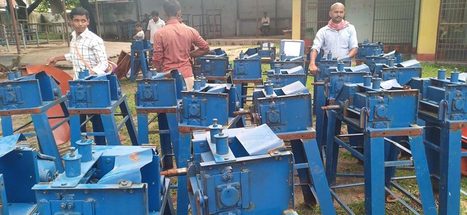 दूध उत्पादन बढाउन ३४७ किसानलाई 'च्याफकटर' वितरण