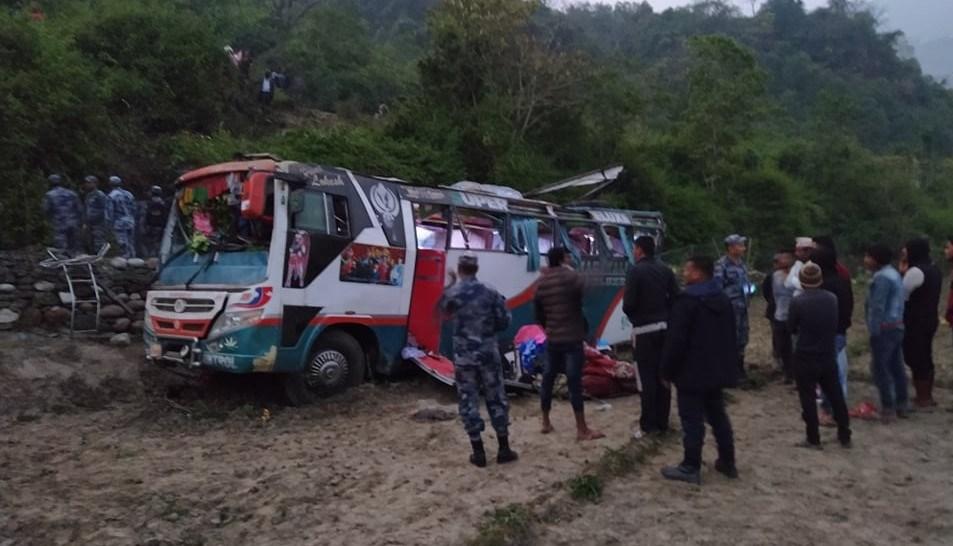डोटीमा बस दुर्घटना : १ जनाको मृत्यु, ३५ जना घाइते