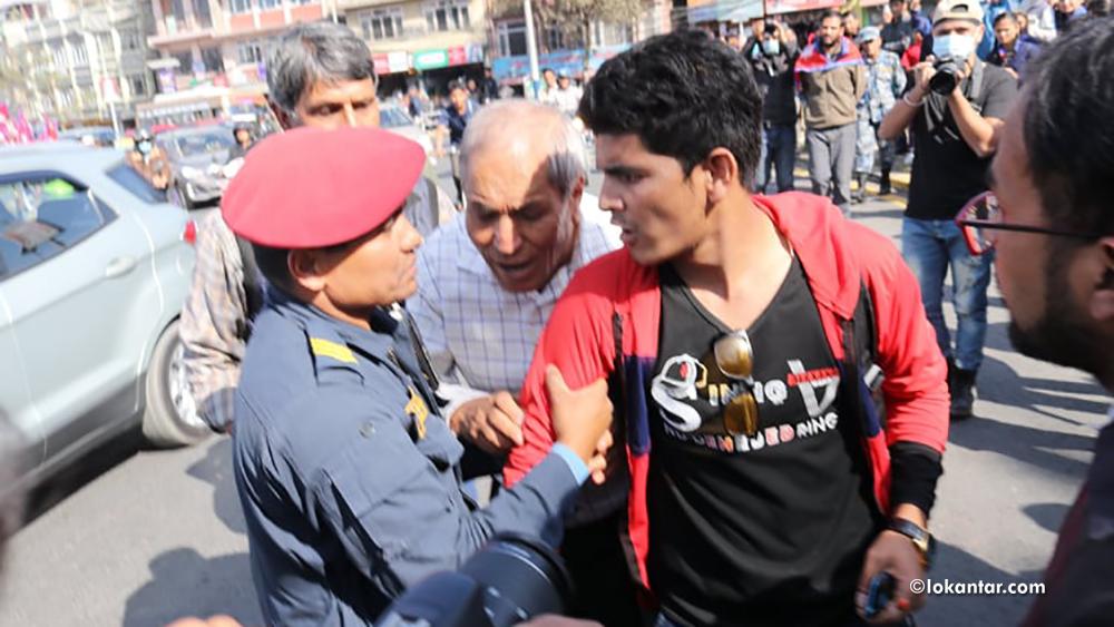 सीमा अतिक्रमणको विरोधमा विप्लवका विद्यार्थीको प्रदर्शन, सहभागीलाई छानीछानी पक्रिँदै प्रहरी