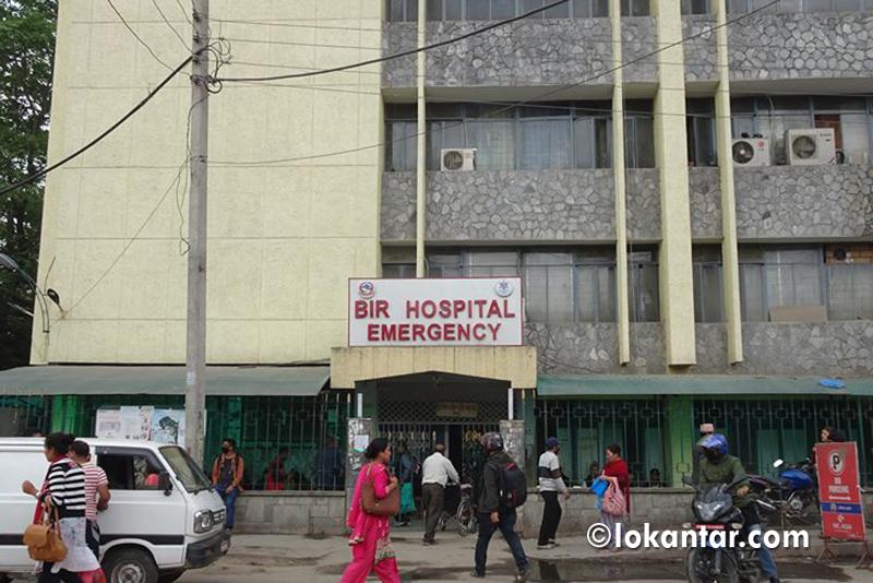 लापरवाहीको पराकाष्ठा : वीर अस्पतालमा एकै दिन ३ सय ३१ कर्मचारीद्वारा अनुशासन उल्लंघन !