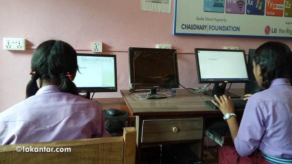 कम्प्युटर कक्षामा छात्राहरू