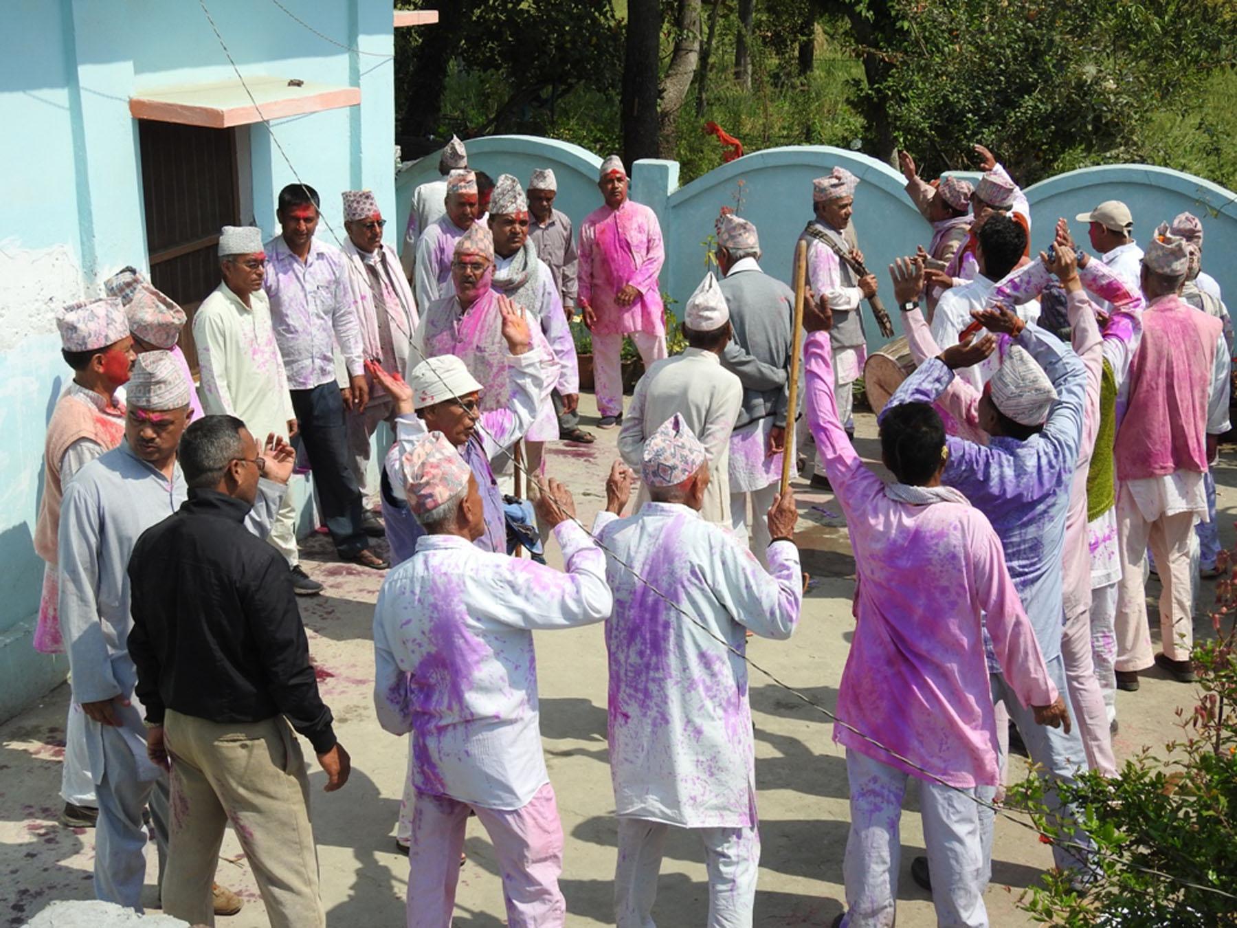 आज फागु पूर्णिमा : हराउँदै होलीको रौनक