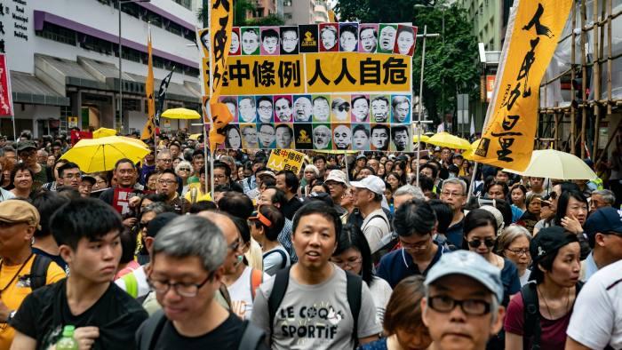 हङकङमा चीनको आगामी कदम : शान्तिपूर्ण समाधान कि दमन ?