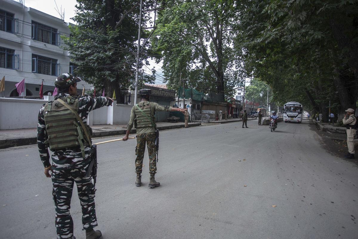 विशेष राज्यको दर्जा दिने धारा खारेज गरिएपछि अनिश्चितताको भुमरीमा कश्मीर