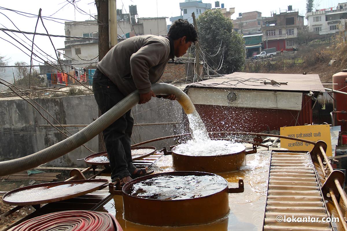 खोलाको फोहर पानी सिधै ट्याङ्करमा, लुगा धुने पानी पिउन योग्य भन्दै काठमाडौंमा बिक्री वितरण !