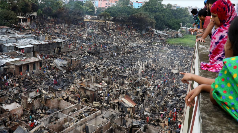 बंगलादेशको झोपडपट्टीमा आगो लागेपछि ३ हजारजना घरवारविहीन