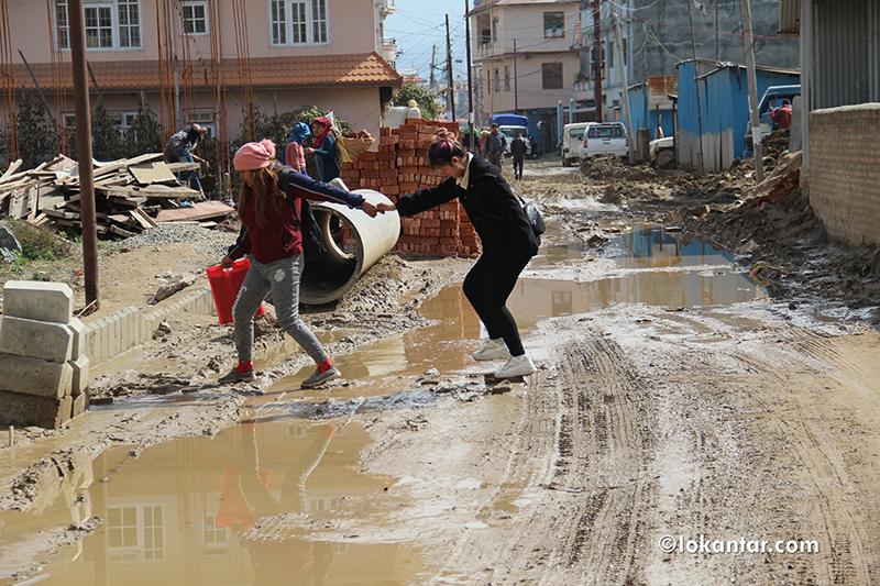 'फोरलेन' सडक, जनता र ठेकेदार दुवैलाई सास्ती