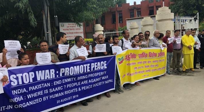 काठमाडौंस्थित भारत र पाकिस्तानको दूतावास अगाडि शान्ति समाजको धर्ना, मोदी र खानलाई पत्र
