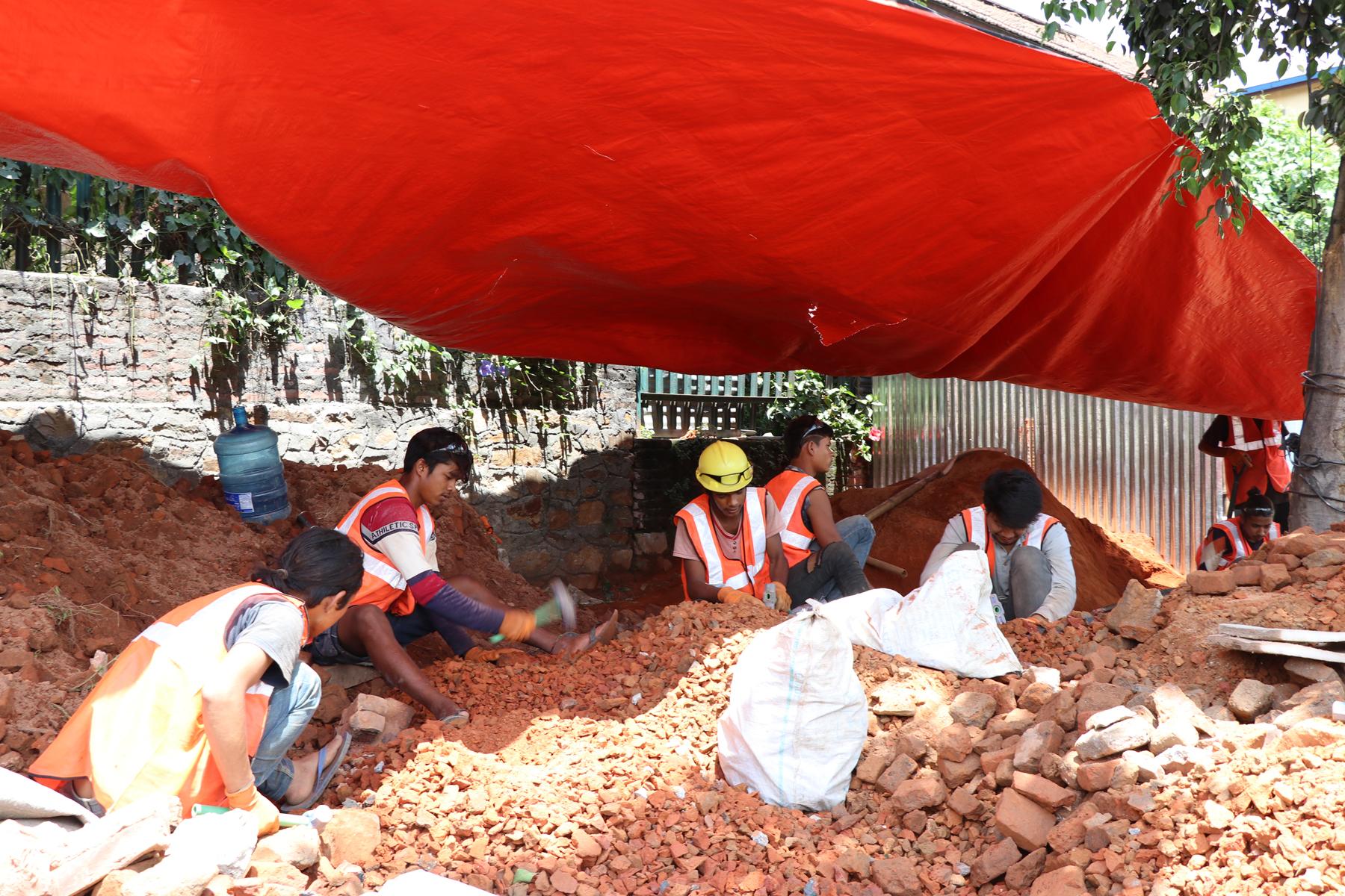 शिखर शैलीमा पुनर्निर्माण हुँदै रानीपोखरीको बालगोपालेश्वर मन्दिर
