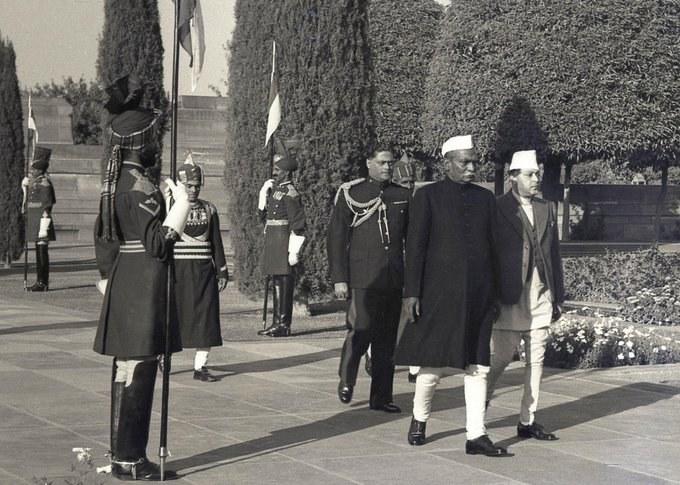 भारतीय गणतन्त्र दिवसमा सहभागी राजा त्रिभुवन । तस्वीर : भारतीय पूर्वराष्ट्रपति प्रणव मुखर्जीको ट्विटरबाट