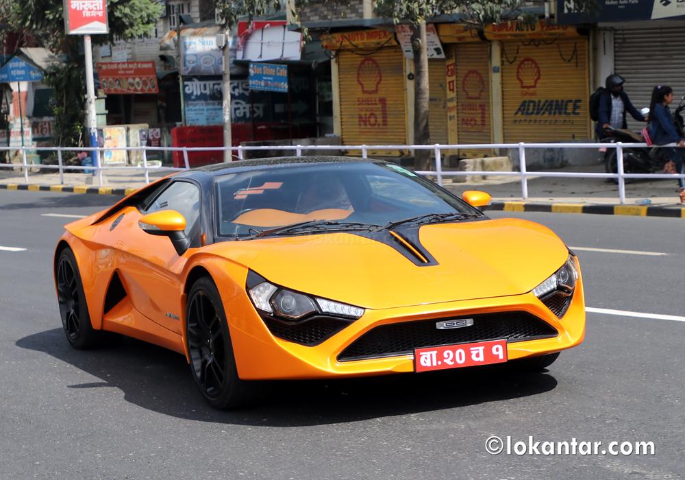 दशैंको बेला राजधानीको खाली सडकमा फन्को लगाउँदै अवन्ती कार !