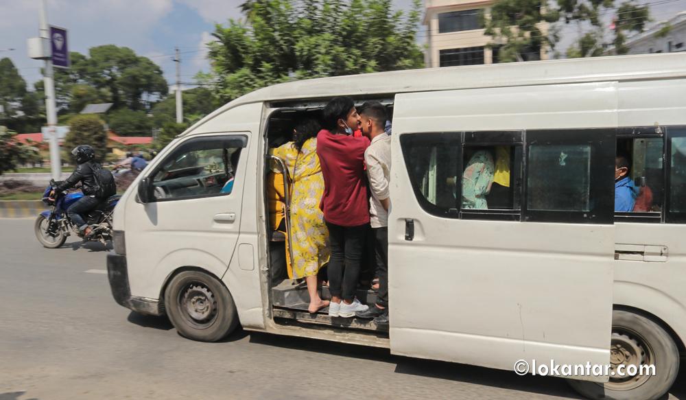 झुण्डिएर यात्रा : काठमाडौंमा सवारीसाधन घटे तर यात्रु घटेनन् ! [फोटोफिचर]