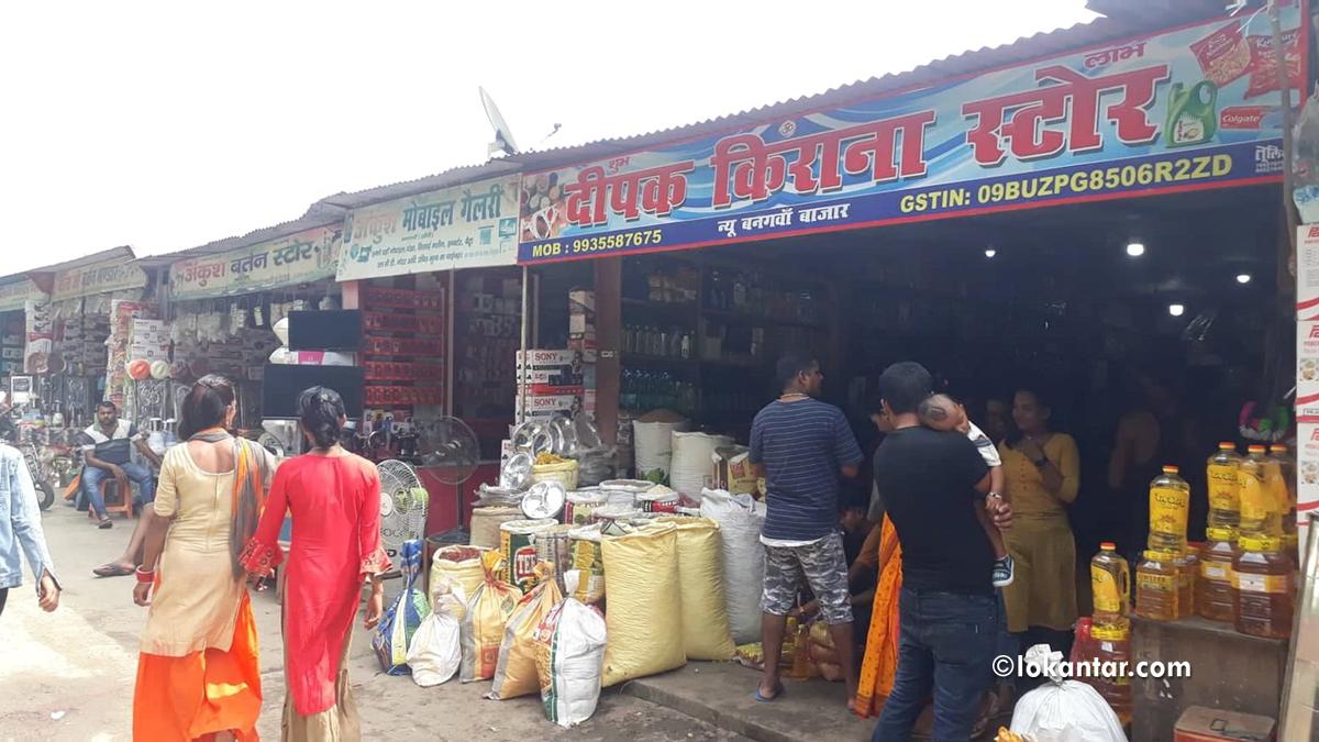 सीमा क्षेत्रमा दशैं चहलपहल :बजार भारतीय, ग्राहक नेपाली !
